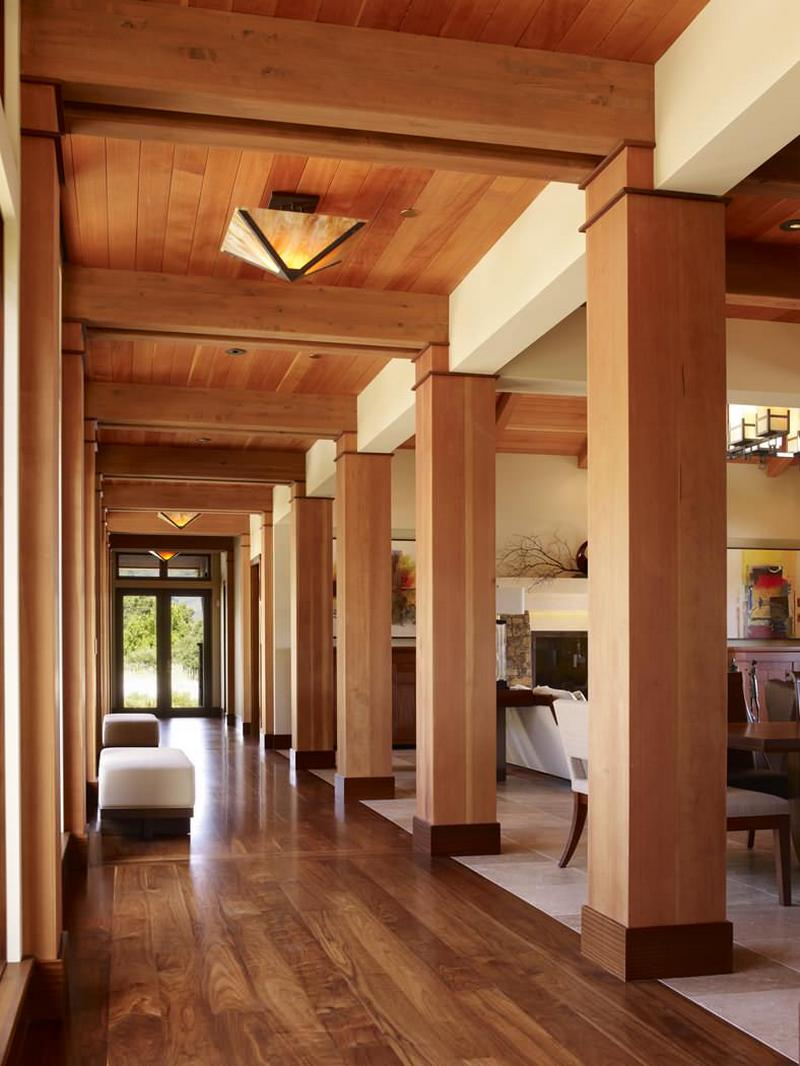 Contemporary open hallway with wooden columns and ceiling Modern house columns