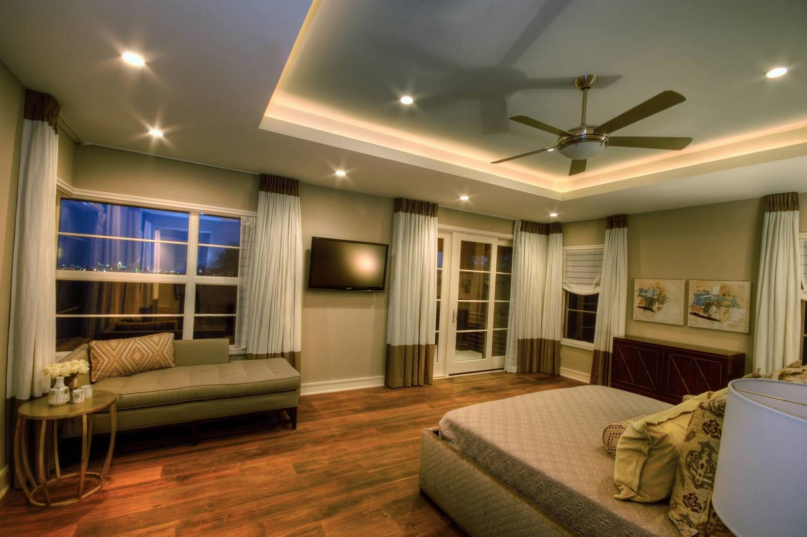 Indirect lighting around the tray ceiling for Bedroom ceiling lights