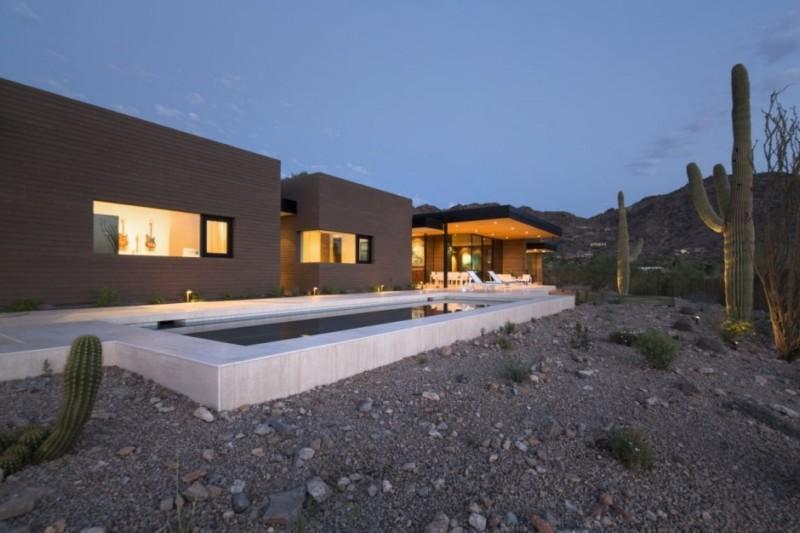 glass and wood home in arizona
