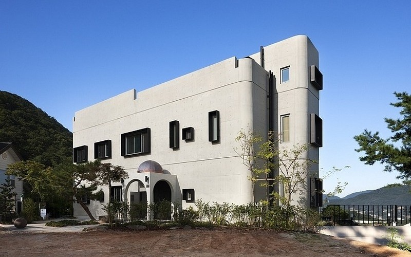 From art deco to modern modern house has touches of art for Modern art deco homes