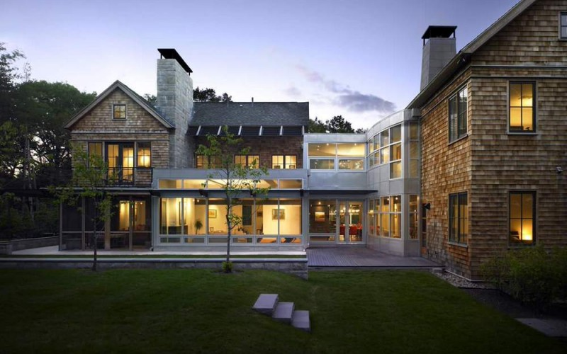 Merged with the Modern: A fantastic combination of modern and traditional styling can be seen in this large family home