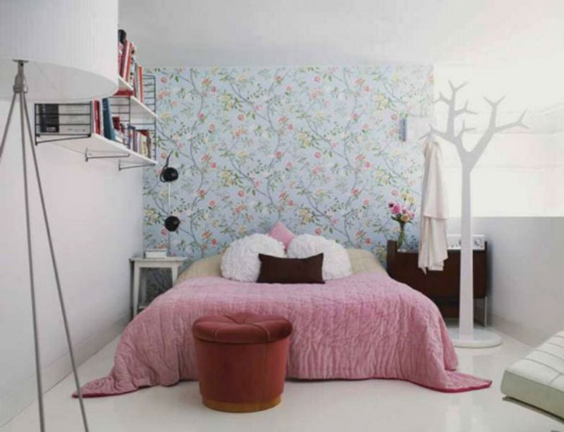 Фотообои для маленькой комнаты в интерьере фото